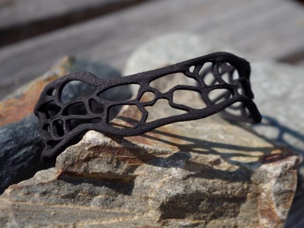 Coral bracelet in black