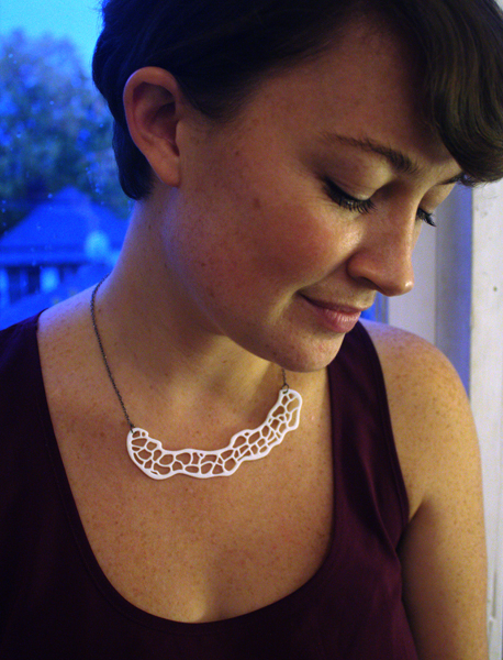 Flat Coral necklace in white