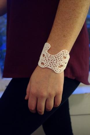 Hard Coral bracelet in white