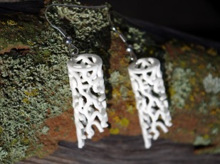 Straight Coral earrings in white